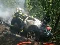 Hrozivo vyzerajúca nehoda v Kľačne! FOTO Auto zachvátili plamene, posádka mala z pekla šťastie