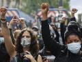 FOTO Tisícky ľudí v Paríži vyšli do ulíc: Protestovali proti rasizmu v radoch polície