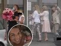 Ďalšie návštevy Dominiky Cibulkovej: Prišli priatelia aj rodina... A aha na ten darček!