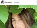 Salma Hayek zverejnila odvážnu fotku, na ktorej pózuje bez mejkapu a bez akýchkoľvek grafických úprav.