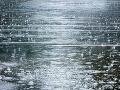 Vodiči, pozor: Polícia upozorňuje na hustý dážď na ceste