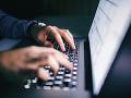 KORONAVÍRUS V USA vzniesli obvinenie voči hackerom z Číny: Kradli údaje z vývoja vakcín
