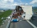 PRÁVE TERAZ Ukrutný pohľad na nehodu pri Ivachnovej: FOTO Dodávka smrti! Pomoc hasičov bola márna