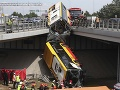 Poľský vodič autobusu, ktorý sa zrútil vo Varšave, bol zrejme pod vplyvom drog