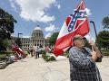 Parlament v Mississippi schválil odstránenie symbolu Konfederácie z vlajky