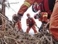 Pri prudkých dažďoch v Číne zahynulo najmenej 12 ľudí, tisícky evakuovali
