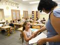Školské brány sa otvoria naposledy: Prevzatím vysvedčení sa začínajú žiakom letné prázdniny