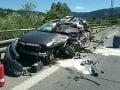 FOTO tragickej nehody na Kysuciach: Zrážku áut s kamiónom neprežila jedna osoba