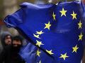 Frakcia Európskej ľudovej strany nevylúčila Deutscha, ale zbavila ho viacerých práv
