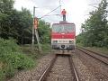 Vlak ostal uväznený pod
