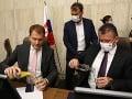 Vládu čaká dlhý deň: Rokovať má o predĺžení Prvej pomoci i príprave bezpečnostných stratégií