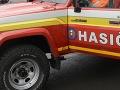 Hasiči zasahujú pri nehode v Lozorne: Auto zastavilo tesne nad potokom