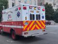 VIDEO Muž pred budovou Najvyššieho súdu USA podpálil policajné auto