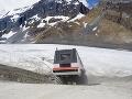 Prehliadka ľadovca v Kanade skončila tragicky: Autobus sa zrútil dolu svahom, hlásia mŕtvych