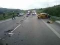 AKTUÁLNE Pri nehode troch vozidiel v Brusne sa zranili štyria ľudia
