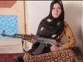Mladá žena pomstila popravu svojich rodičov: Zobrala kalašnikov a postrieľala partiu teroristov