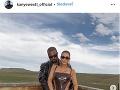 Kim Kardashian a Kanye West sa prezentujú ako dokonalá a šťastná rodinka