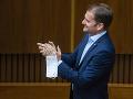 ONLINE Matovičov odskok do Trnavy: Napätie pri rečníckom pulte a blokácia, hlasovanie nadránom