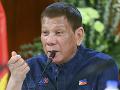 KORONAVÍRUS Filipínsky prezident ľuďom radí, aby si rúška dezinfikovali benzínom