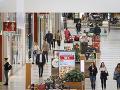 Skupina mužov v berlínskom nákupnom centre vypustila dráždivú látku: Zranilo sa 11 ľudí