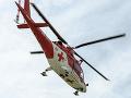 Pri Bošanoch sa zrazilo auto s cyklistkou: Žene pomáhali leteckí záchranári