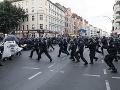 Demonštrantov v uliciach Berlína