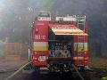 Rýchly zásah hasičov: Požiar Audi A8 a Land Rover lokalizovali do 5 minút
