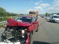 Nehoda na diaľnici D1 pri L. Mikuláši skomplikovala dopravu, na mieste sú zranení