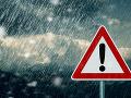 Meteorológovia prichádzajú s varovaním: Dajte si pozor na búrky, udrú v týchto okresoch