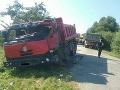 Ranná nehoda dvoch nákladiakov pri Ľubeli: FOTO Vodičov museli z áut vystrihovať