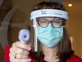 Pitie metanolu alebo čistiaceho prostriedku: Falošné správy o koronavíruse zabili už stovky ľudí