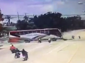 Hororová scéna z Thajska! Smrť troch motorkárov zachytila kamera, VIDEO nevšimli si ťažné lano