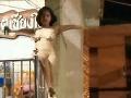 Nahá turistka pošpinila svätyňu: FOTO nechutnosti, ktoré na nej stvárala
