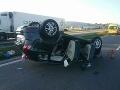 FOTO Pri nehode na diaľnici D1 sa zranili traja ľudia: Auto skončilo na streche