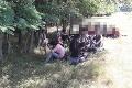 FOTO Polícia zadržala 26 nelegálnych migrantov, po kamióne a prevádzačoch ďalej pátra