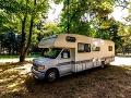 Rodina si kúpila ojazdený karavan: Keď sa prehrabávala zásuvkami, narazila na úžasný objav