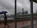 Prívalové dažde a záplavy trápia aj Čínu: Evakuovať museli viac ako 100-tisíc ľudí
