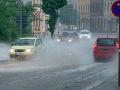 SHMÚ varuje pred dažďom a povodňami: Najvyššia výstraha platí pre Prievidzu