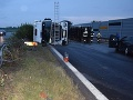 Nebezpečný mikrospánok za volantom: Vodič kamiónu spôsobil škody za 120-tisíc eur