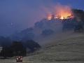 VIDEO Zničené lesy, strach o domovy a vyhasnuté životy: Kaliforniu stále sužujú požiare