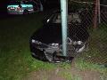 FOTO Neznámy vodič napálil pri Bánovciach do plota: Z miesta nehody zbabelo ušiel