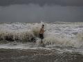 Hurikán Laura zasiahol americký štát Louisiana: Sprevádzajú ho silné búrky, vietor a povodne
