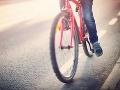 Pri Svidníku po zrážke s autom zomrel cyklista: Ďalšie dve osoby sú zranené