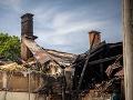 Mimoriadna situácia v Poprade: O strechu nad hlavou prišli desiatky ľudí, bytový dom zhorel do tla