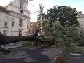 Bratislavu zasiahla vlna búrok, meteorológovia hovoria o downburste: Divoko bolo aj v Trnavskom kraji