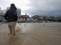 Tajfún v Južnej Kórei si vyžiadal najmenej jednu obeť, tisíce ľudí sú bez elektriny