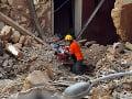 Svetielko nádeje v zničenom Bejrúte: FOTO Záchranári mesiac po výbuchoch možno našli preživších