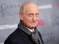 73-ročný herec vyvetral sexi frajerku: Vo vlnách ich premohla vášeň!
