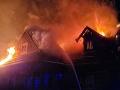 FOTO Drevenú chatu v Ždiari zachvátil obrovský požiar: Hasiči s ním bojujú už hodiny