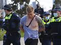 Ľudia v Austrálii protestovali proti opatreniam: Polícia musela pristúpiť k zatýkaniu